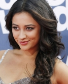 Shay Mitchell's Long, Brunette Wavy Hairstyle
