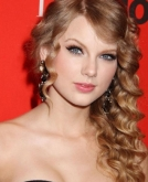 Taylor Swift's Side-swept Curly Hairstyle