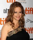 Kelly Preston's Wavy Hairstyle