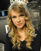 Taylor Swift's Blonde Curly Hairstyle