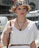 Taylor Swift's Ponytail  With A Headband