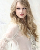 Taylor Swift's Wavy Hairstyle