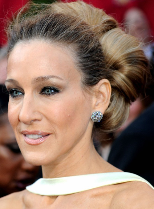 Sarah Jessica Parkers On A Roll Updo Hairstyle At 2010 Oscars Red