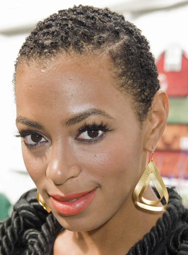 Solange Knowles's Short Hairstyle with Curls
