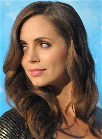 eliza dushku. Eliza Dushku curls, sprays and